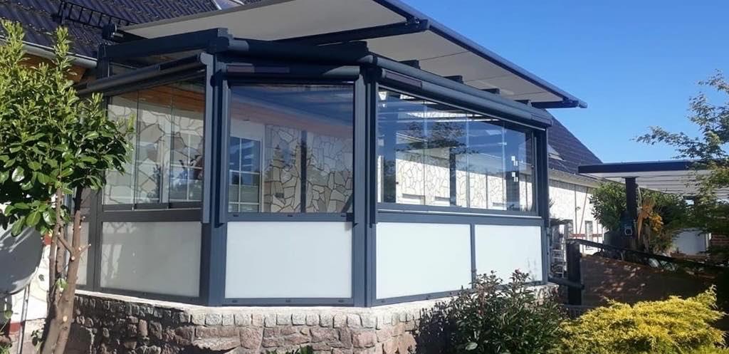 Sommergarten mit Fenstermarkisen