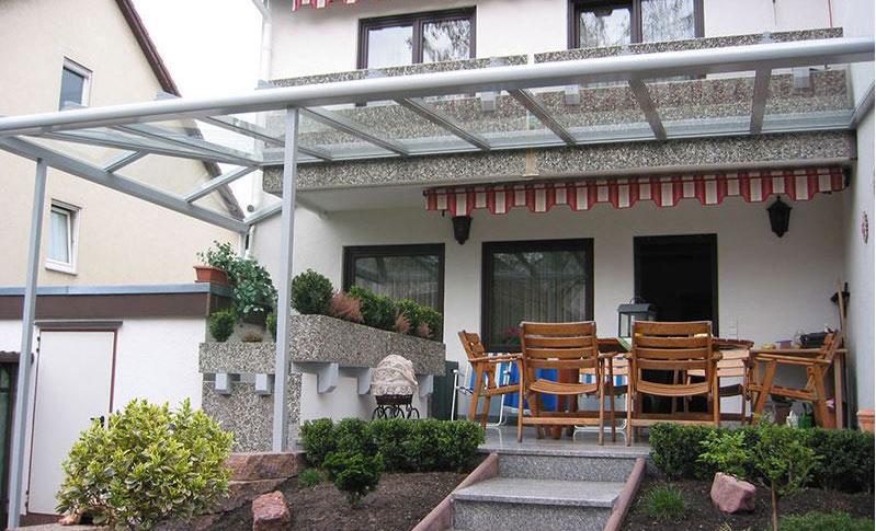 Terrassenueberdachung mit Sonnenschutz